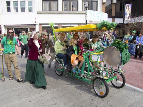 Há folia para toda a família na edição anual da St. Patrick's Day Parade