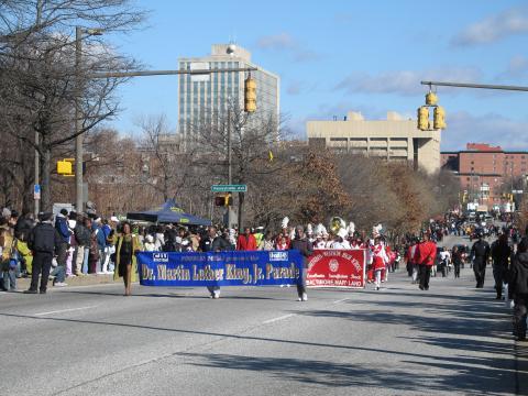 Desfile anual em honra de Martin Luther King Jr. em seu aniversário, em Baltimore