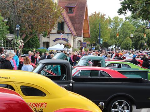 Os impressionantes participantes da Autofest (Festival de Automóveis)