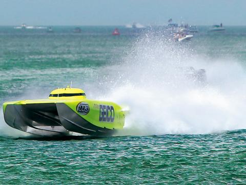 Lancha compete no Clearwater Super Boat National Championship