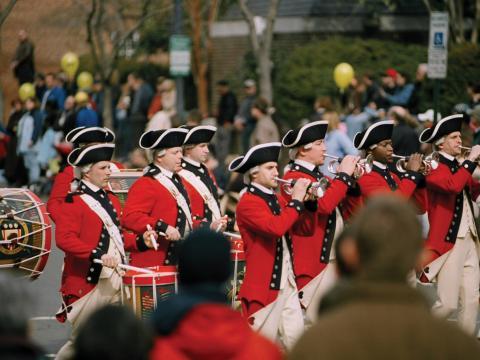 Pífaro e percussão durante o Fim de semana de celebração do aniversário de George Washington