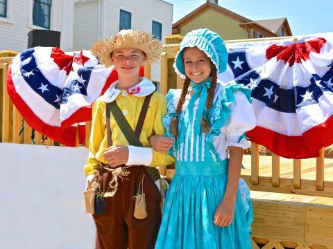 Tom e Becky ao vivo durante o Twain on Main (Festival a Mark Twain)