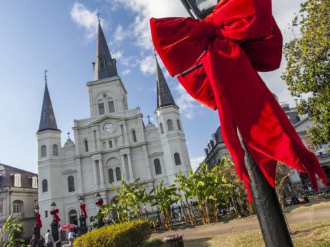 St. Louis Cathedral (Catedral de São Luís) e Jackson Square (Praça Jackson) preparadas para as festas