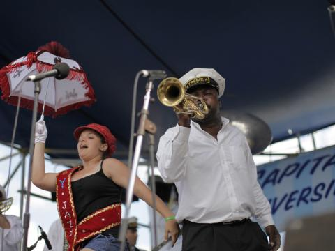 Charanga tocando durante o Satchmo Summerfest (Festival de Verão de Satchmo)