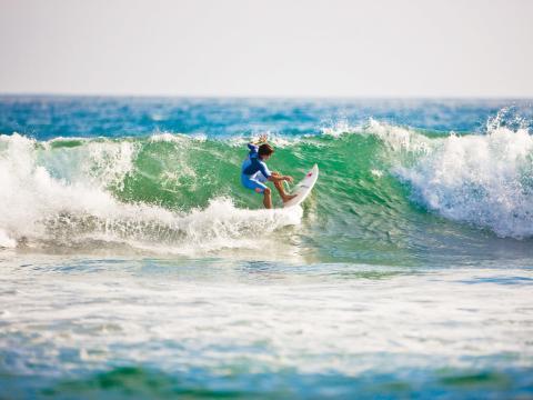 Pegando uma onda na célebre costa da Califórnia