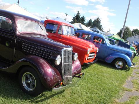 Carros de todas as cores no Street Rods Nationals North (Encontro de carros)