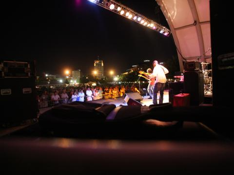 Tocando para o público no Festival de blues de Kalamazoo