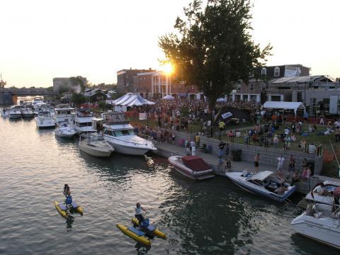 Diversão dentro e fora da água no Canal Fest of the Tonawandas (Festa do Canal de Tonawandas)