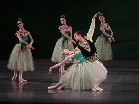 O New York City Ballet fazendo uma pose