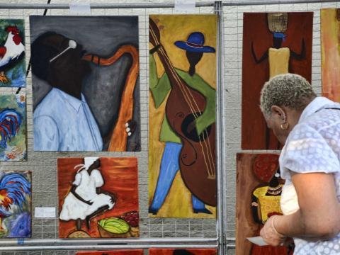 Pinturas para venda no Magic City Art Connection