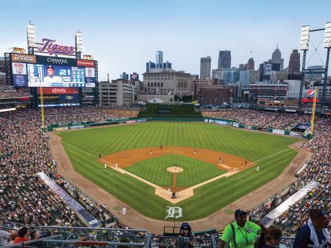 Curtindo um jogo do Detroit Tigers no centro da cidade, no Comerica Park