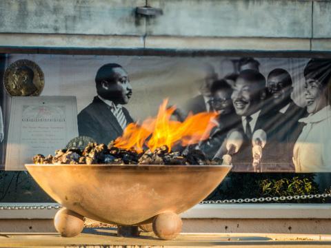 Eternal Flame queimando no The King Center em Atlanta, Georgia