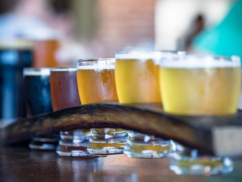 Diversidade de cervejas artesanais, em Paso Robles, Califórnia